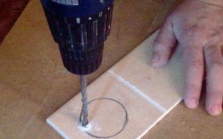 Как сделать отверстие в кафельной плитке под розетку: варианты, советы