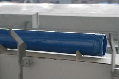 Обсадная труба НПВХ для скважин с резьбой: преимущества, особенности применения