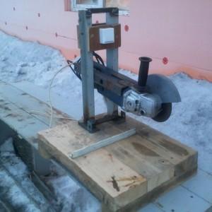 Делаем самодельную станину для болгарки - видео-инструкция