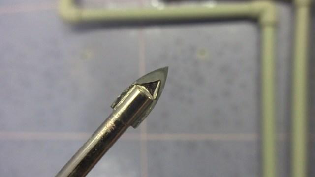 Как сверлить кафельную плитку на стене чтобы не треснула: видео